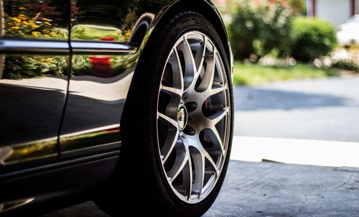¿Qué información nos dan los números y letras de los neumáticos?